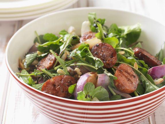Bunter Salat mit scharfer Chorizo