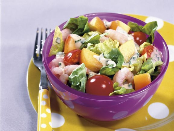 Bunter Salat mit Shrimps und Joghurt-Vinaigrette