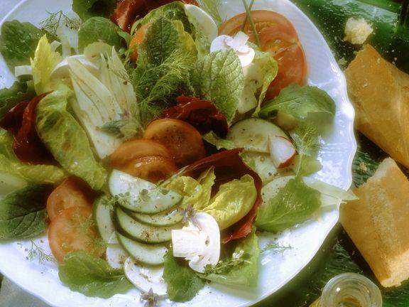Bunter Salat mit Zitronendressing