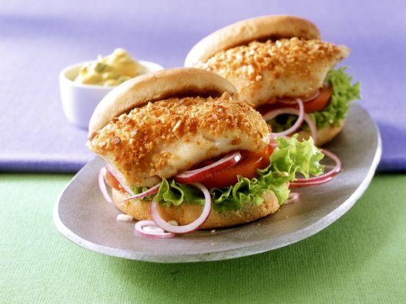 Burger mit Fisch und Curry-Mayonnaise