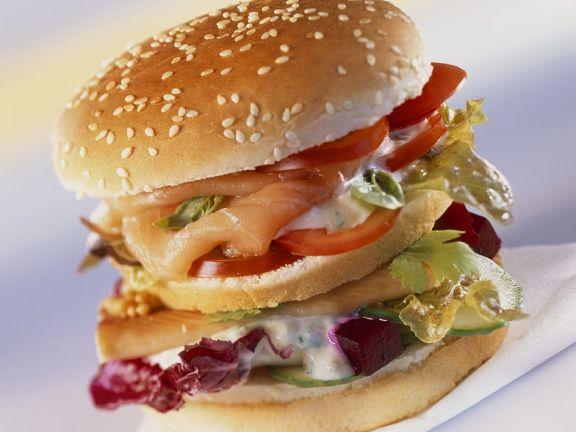Burger mit Lachs und Roter-Bete