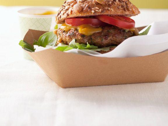 Burger mit Salat und Mayonnaise