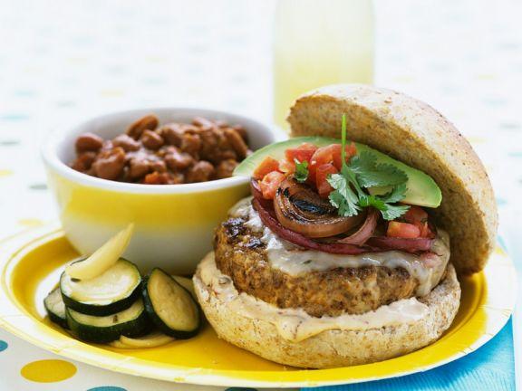 Burger mit Schweinefleisch, Zwiebeln und Avocado