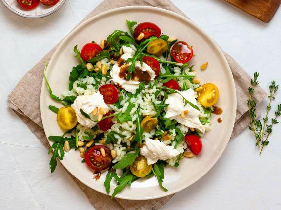 Burrata auf Risotto-Rucola-Salat mit Balsam-Senf-Dressing