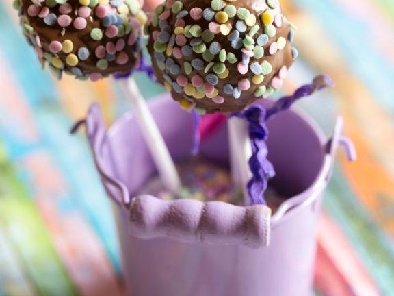 Cake Pop mit bunten Zuckerstreuseln