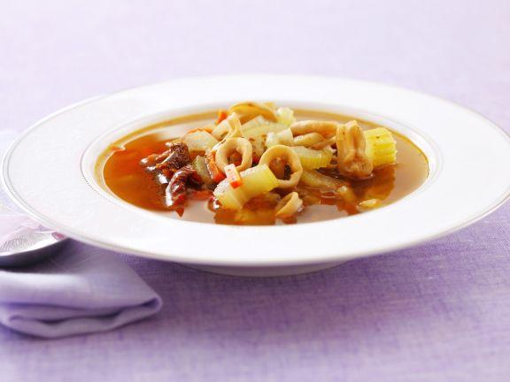 Calamarisuppe mit Kapern und Sellerie