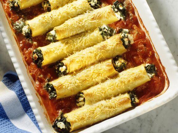 Cannelloni mit Spinatfüllung und Tomatensauce