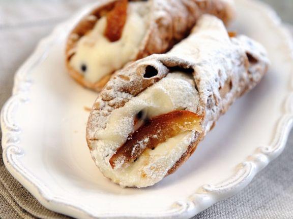Cannoli mit Ricotta gefüllt