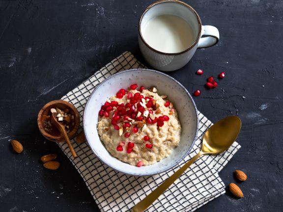 Chai-Porridge mit Granatapfelkernen