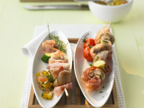 Champignon-Spieße mit Tomaten-Paprika-Dip