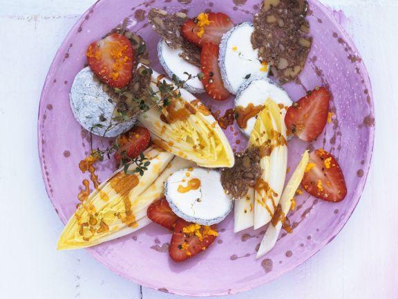 Chicorée mit Karamell, Erdbeeren und Ziegenkäse