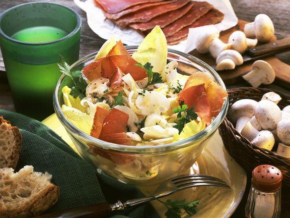 Chicoreesalat mit Bünderfleisch