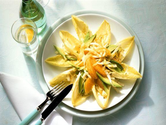Chicoréesalat mit Orangenfilets und Avocado