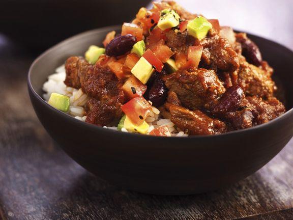 Chili mit Salsa und Reis