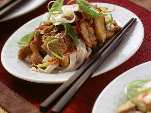 Chili-Schweinefilet mit Shiitake und Reisnudeln