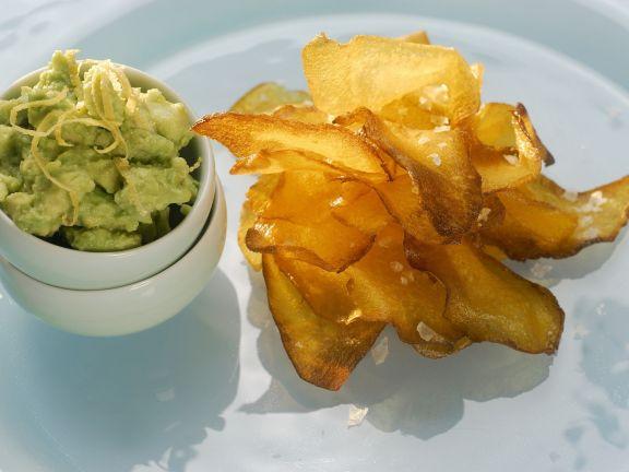Chips aus Kürbis mit Avocadodip