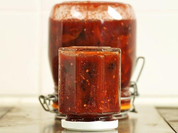 Chutney aus Tomaten und Brombeeren
