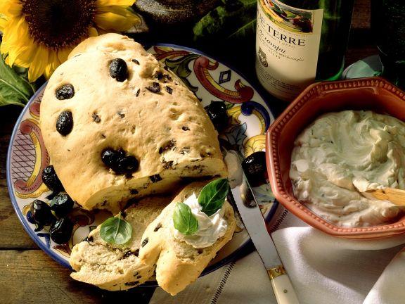 Ciabatta mit Oliven und Aufstrich