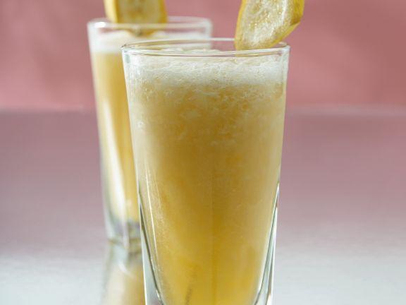 Cocktail mit Ginger Ale und Tonic