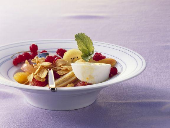 Cornflakes mit Joghurt und Fruchtsalat