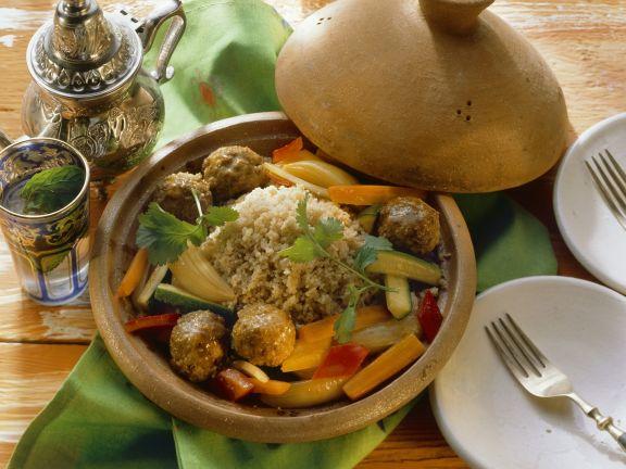 Couscous mit Gemüse und Lammfleischbällchen