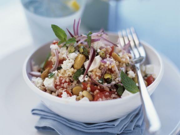 Couscous-Salat mit Schafskäse und Erdnüssen