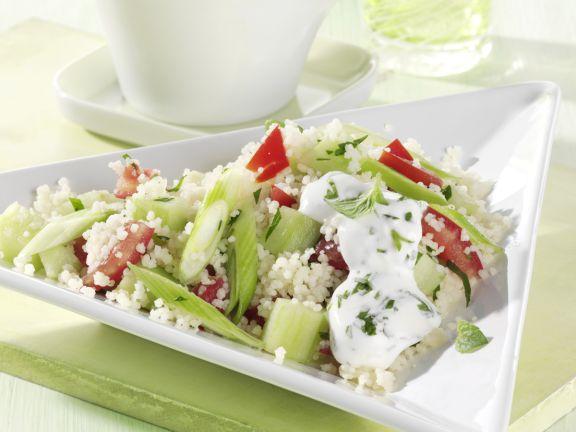 Couscous-Salat mit Tomate und Gurke