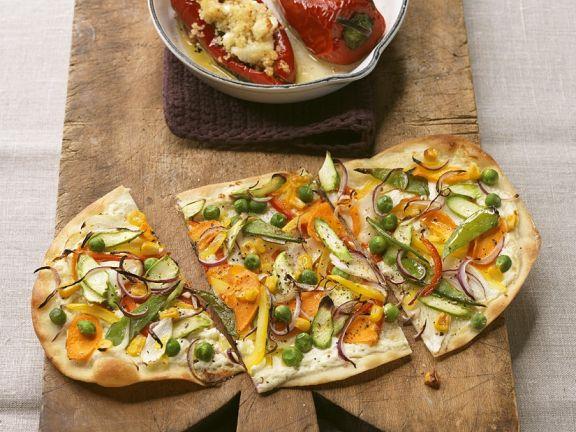 Couscoussalat mit Paprika und Flammkuchen mit Gemüse