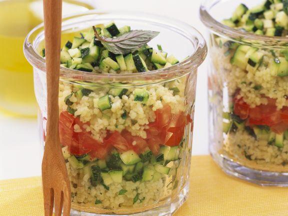 Couscoussalat mit Tomate und Zucchini