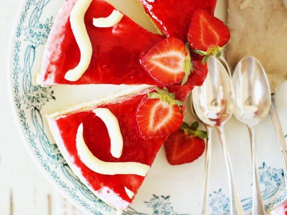 Cremetorte mit Erdbeeren
