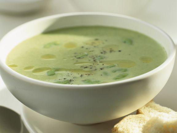 Cremige grüne Bohnensuppe