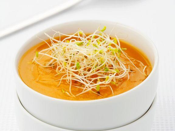 Cremige Karottensuppe mit Sprossen