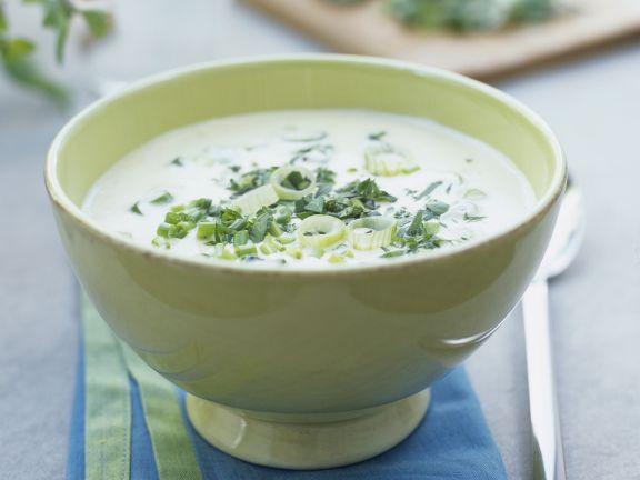 Cremige Kräuter-Lauchzwiebel-Suppe