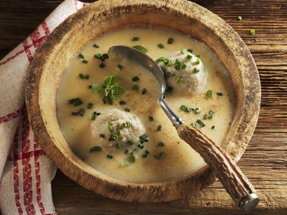 Cremige Suppe aus Steckrüben mit Knödeln