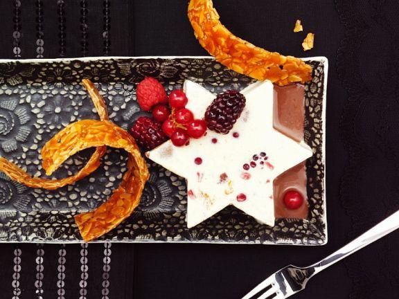 Cremiges Parfait mit Früchten