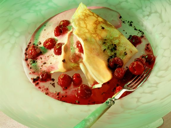 Crêpes mit Kirschen und Vanillecreme