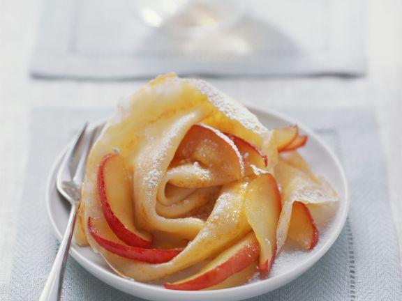 Crêpes mit marinierten Äpfeln