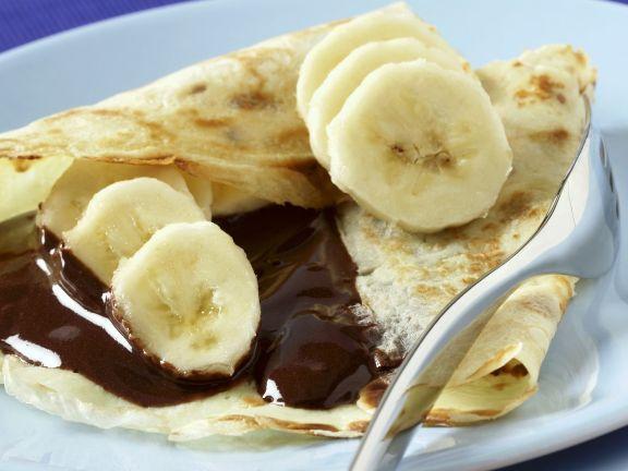 Crêpe mit Schokosoße und Banane