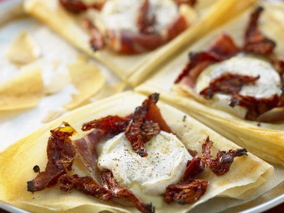 Crêpes mit Ziegenkäse und luftgetrocknetem Schinken (Serrano)