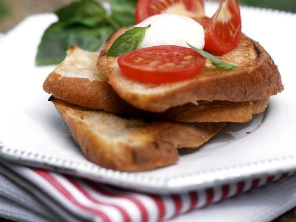Crostini mit Tomate-Mozzarella