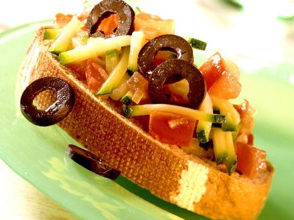 Crostini mit Zucchinigemüse