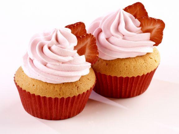 Cupcakes mit Erdbeersahne