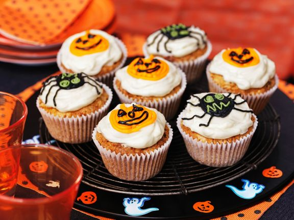 cupcakes mit halloween verzierung rezept eat smarter. Black Bedroom Furniture Sets. Home Design Ideas