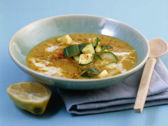 Curry-Kokossuppe mit Linsen und Zucchini