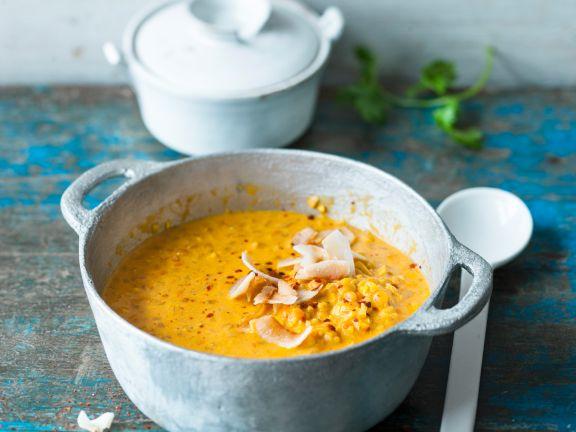 Curry-Linsen-Dal mit Kokoschips
