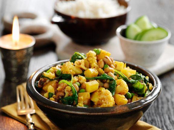 Curry mit Erbsen, Blumenkohl und Spinat