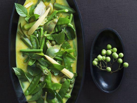 Curry mit grünem Gemüse auf thailändische Art
