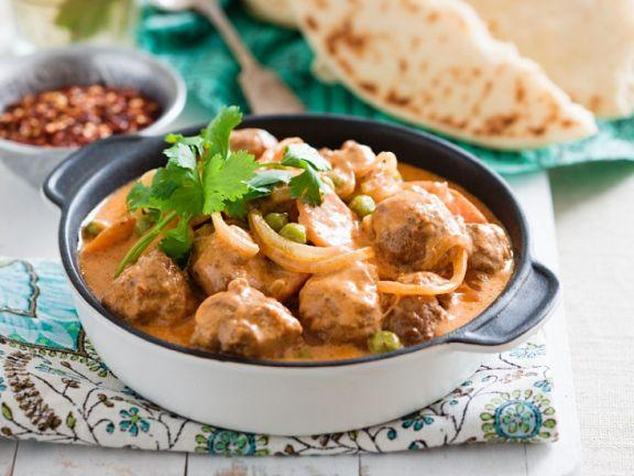 Curry mit Hackfleischbällchen und Mini-Auberginen