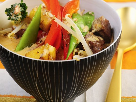 Curry mit Rind, Ananas und Gemüse