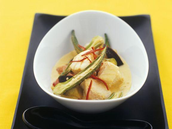 Currysuppe mit Anglerfisch und Okraschoten